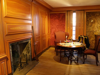 Washington bedchamber woodwork and wallpaper restoration